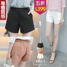 【五折價$399】糖罐子雙釦車線造型口袋後縮腰純色雪紡短褲→現貨【KK7191】