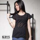 【BTIS】燒花透膚條紋 短袖上衣 / 黑色