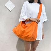韓國原創輕便帆布包側背斜背包女休閒百搭大容量行李袋健身包書包伊蘿