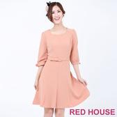 Red House 蕾赫斯-素色剪裁袖口蝴蝶結洋裝(粉桔色)