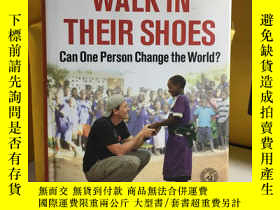 二手書博民逛書店Walk罕見in Their Shoes: Can One Pe