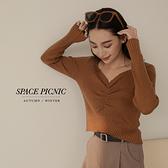 針織 上衣 Space Picnic 素面抓皺V領上衣-4色(現貨)【C21082040】