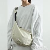 新款日韓元素帆布側背包餃子包胸包男女簡約文藝單肩包潮 極簡雜貨