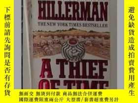二手書博民逛書店《罕見A Thief of Time 》Tony Hillerm