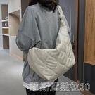 秋冬女士大容量包包女包新款潮時尚百搭斜背包網紅單肩棉服包 【快速出貨】