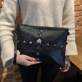 女包2018新款韓版軟皮手拿包簡約手挽包個性時尚鉚釘單肩斜挎包潮