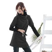 洋裝--俏麗感強烈的易搭單品-素面寬高領排釦附腰帶短袖洋裝(黑.粉M-2L)-D02眼圈熊中大尺碼