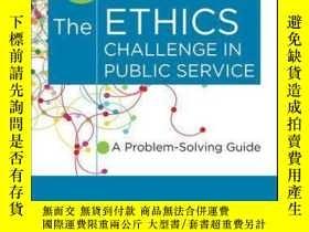 二手書博民逛書店The罕見Ethics Challenge in Public Service: A Problem-Solvin