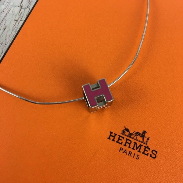 BRAND楓月 HERMES 愛馬仕 桃紅 金屬 H LOGO 元素 經典造型 方塊 項鍊 墜鍊 綴飾 首飾 配件 配飾