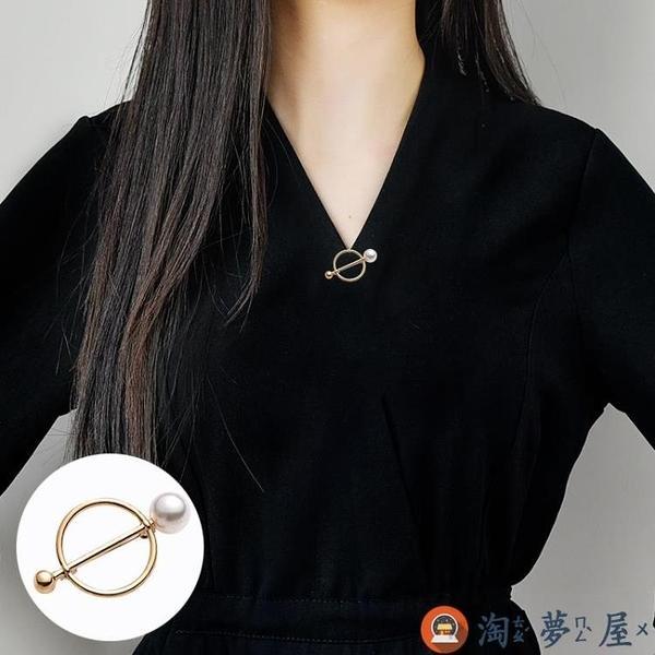 鏤空圓形胸針女低領防走光個性胸花配飾品領口別針【淘夢屋】