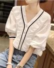 短袖襯衫~V領上衣~短袖娃娃衫~泡泡袖上衣女短袖v領白色襯衫6215.N2FA40A日韓屋