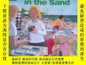 二手書博民逛書店英文原版the罕見hole in the sandY17584 本書編輯部 本書出版社 出版2012