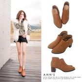Ann'S倫敦愛情-前低側V素面粗跟短靴-棕