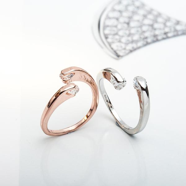 【01040】 個性幾何開口鑽石戒指 可調戒圍《FM-K1028》