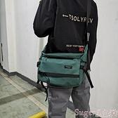 尼龍包男士工裝斜背包防水尼龍布側背包學生休閒書包大容量郵差包潮 suger 新品