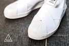 ISNEAKERS ADIDAS Superstar Slip On W 全白 繃帶 貝殼頭 S81338