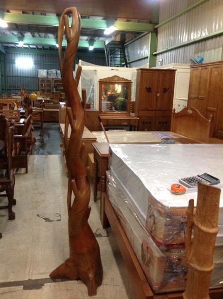 8號店鋪 森寶藝品傢俱企業社 柚木雕衣架 柚木擺件~全實木~~實體店面~~~