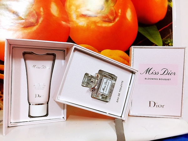 DIOR 迪奧 花漾迪奧香氛禮 (花漾迪奧淡香水 5ML+花漾迪奧芬芳身體乳20ML) 禮盒組