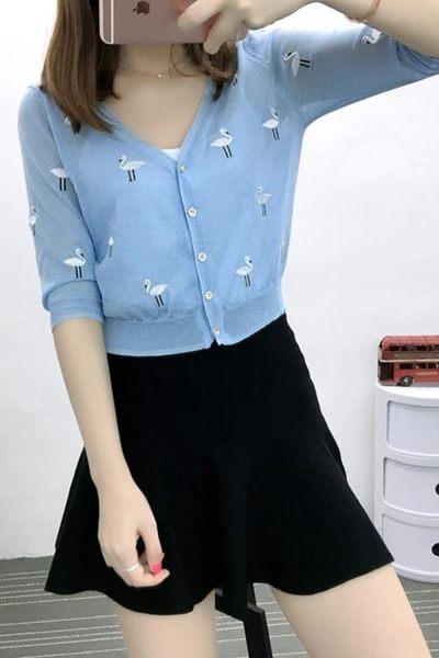 夏薄款短款繡花冰絲小外套中袖女針織開衫天鵝刺繡披肩空調防曬衫 【PINK Q】