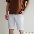 【GIORDANO】 男裝素色修身百慕達短褲-01 標誌白