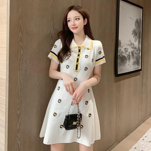 VK旗艦店 韓系小香風刺繡小雛菊印花短袖針織短袖洋裝