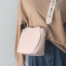 水桶包 2020新款流行包包夏季法國網紅質感水桶包簡約時尚百搭側背斜背包 韓國時尚週