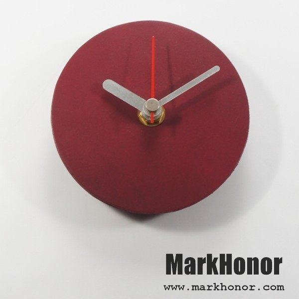 簡約風格-圓型 100%真皮 皮革 桌鐘 靜音 時鐘 酒紅 10公分-Mark Honor