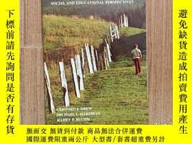 二手書博民逛書店Mental罕見Retardation:Social and e