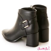 amai時尚V型金屬釦飾粗跟短靴 黑