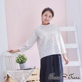 【Tiara Tiara】優雅印花圓領壓摺長袖襯衫(灰)