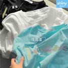 【V3369】shiny藍格子-春夏亮相.圓領刺繡寬鬆短袖上衣