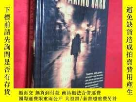 二手書博民逛書店The罕見Waking Dark (小16開,硬精裝) 【詳見圖