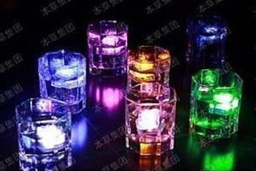 七彩按鍵式LED發光冰塊燈/個~~ 婚禮小物 尾牙道具 耶誕夜道具 生日道具 跨年用品