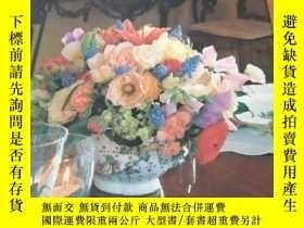二手書博民逛書店MORE罕見DECORATING WITH FLOWERS 多用的花裝飾Y21492