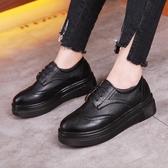 牛津鞋 紳士鞋 松糕鞋女布洛克中跟厚底防水臺大碼英倫風小皮鞋單鞋潮流女鞋子《小師妹》sm4997