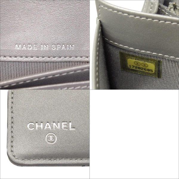 【特價30%OFF】CHANEL 香奈兒 金屬銀色菱格紋牛皮2.55方釦二折長夾 【BRAND OFF】