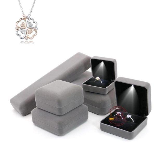 售完即止-高檔帶燈首飾盒led發光戒指盒婚禮對戒盒森系吊墜手鐲耳墜盒11-1(庫存清出S)
