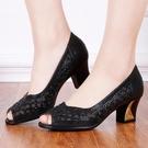 涼鞋夏季新款老北京布鞋時尚女網鞋粗跟魚嘴鞋中跟網布鏤空女涼鞋 韓國時尚週