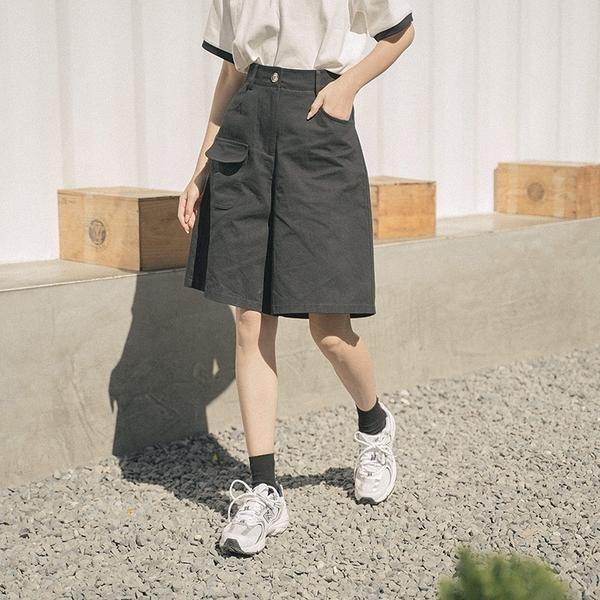 Queen Shop【04130125】前口袋設計棉質休閒五分褲 兩色售 S/M/L*現+預*