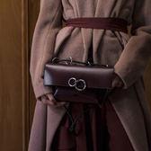 包包女2018春季新款輕奢極簡圓環單肩斜挎手提包個性信封包
