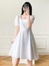 方領洋裝 小白裙方領連身裙女夏法式復古冷淡輕熟風氣質收腰顯瘦泡泡袖短裙 晶彩