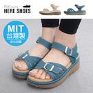 [Here Shoes]MIT台灣製 前3後5cm涼鞋 休閒百搭側面單飾釦 皮革楔型厚底圓頭涼拖鞋 魔鬼氈-KN128