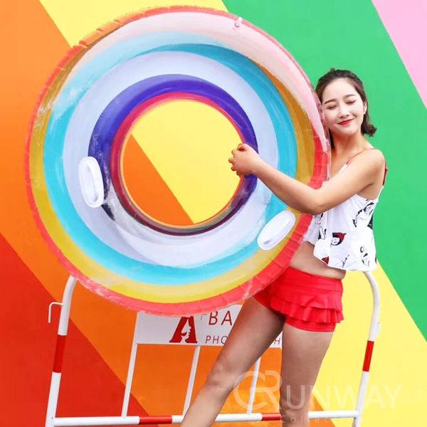 【24H】彩虹泳圈 半透明 120CM 帶手把 造型泳具 大型泳圈 浮板 充氣玩具 直播小物 游泳圈