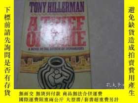 二手書博民逛書店A罕見THIEF OF TIME, 1988年英文原版,精裝,尺