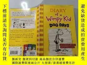 二手書博民逛書店Diary罕見of a Wimpy Kid :Dog Days 弱小的日記:三伏天Y200392