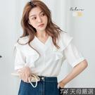 ◆雪紡材質 ◆荷葉領口造型 ◆立體珍珠釘飾 ◆此款白色較為透膚,建議內搭背心或小可愛