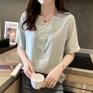短袖花邊鏤空女襯衫2020年夏季韓版新款v領時尚上衣洋氣棉麻小衫