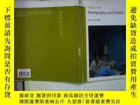 二手書博民逛書店Exposures:Photography罕見and Irela