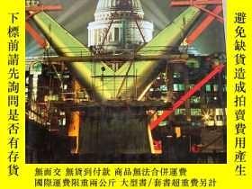二手書博民逛書店BUILDING罕見LONDON:THE MAKING OF A MODERN METROPOLIS(建築倫敦:一