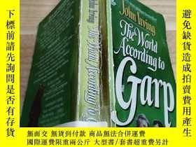 二手書博民逛書店外文書《THE罕見WORLD ACCORDING TO GARP 》Y163703